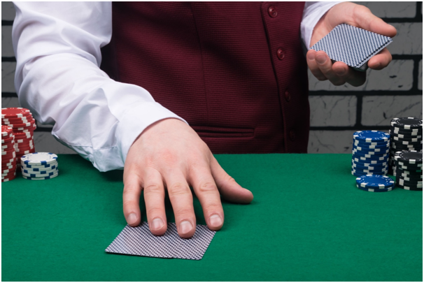 How can disputes arise in casino games,and how do dealers resolve them?