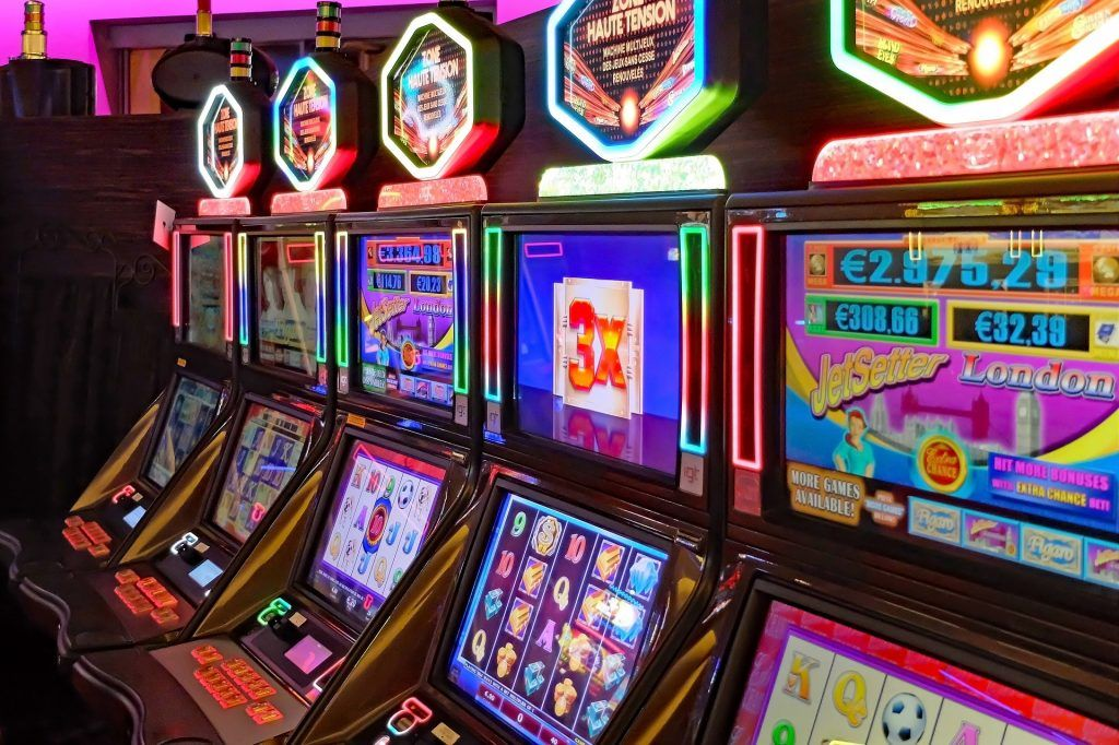 Online Gambling and Love – How They're the Identical